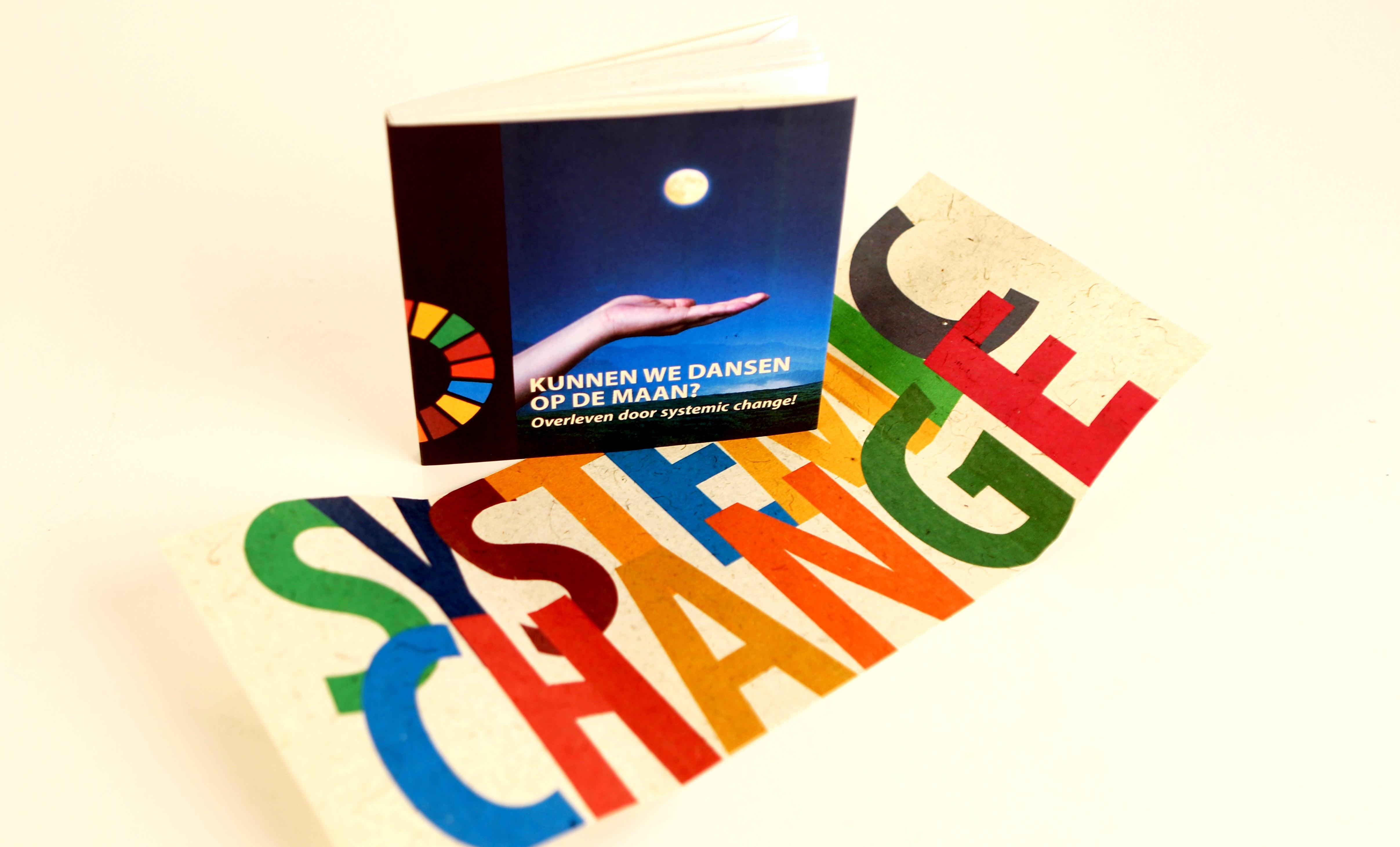 NIEUW Voorkant en banderol_Systemic Change boek_20210225.jpg